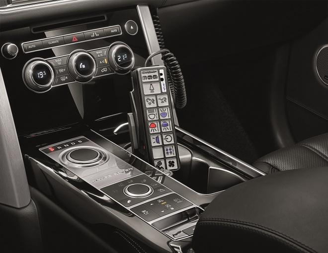 """Range Rover Sentinel - SUV chong dan hang sang hinh anh 5 Ngoài ra, SVO còn trang bị cho mẫu xe chống đạn này nhiều """"đồ chơi"""" khác như hệ thống đén báo hiệu khẩn cấp, hệ thống loa cảnh báo, thân xe được gắn nhiều camera quan sát…"""