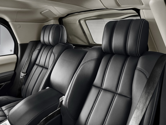 Range Rover Sentinel - SUV chong dan hang sang hinh anh 4 Range Rover Sentinel được bổ sung thêm các tấm thép siêu cứng. Kính chắn gió trên xe được thay thế hoàn toàn bằng kính chống đạn. Vỏ bình xăng có khả năng tự liền, hệ thống ắc quy dự trữ và lốp run-flat…