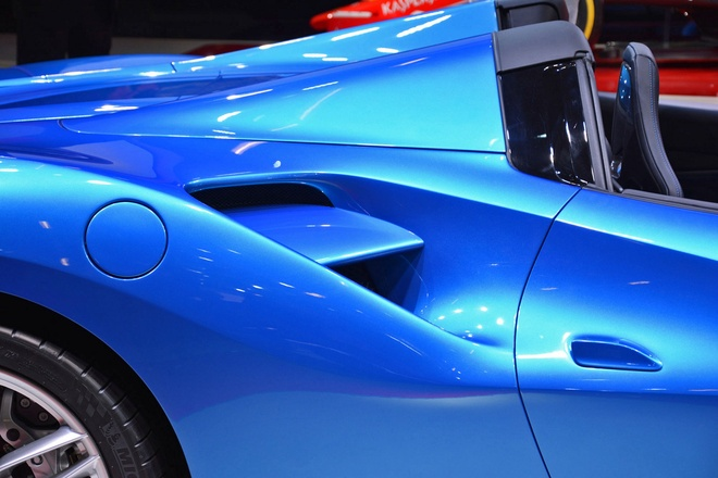 Sieu xe mui tran Ferrari 488 Spider tai trien lam Frankfurt hinh anh 6
