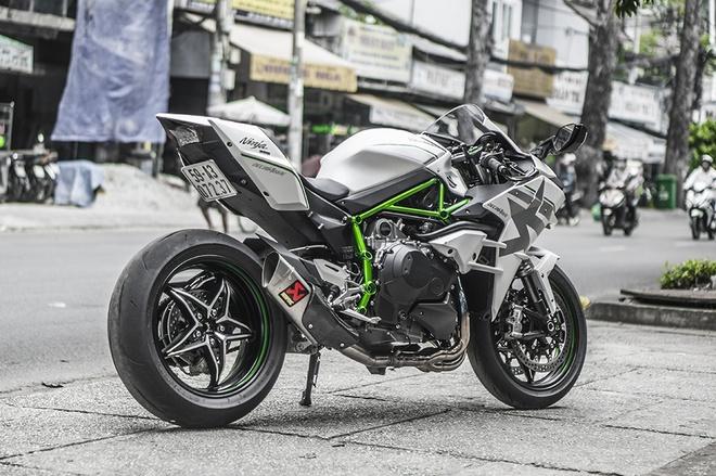 Sieu moto Kawasaki Ninja H2 thay ao moi tai Sai Gon hinh anh 2