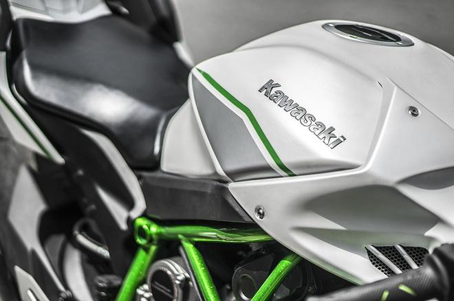 Sieu moto Kawasaki Ninja H2 thay ao moi tai Sai Gon hinh anh 3