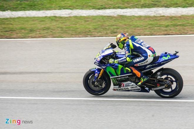 MotoGP chang 17: Rossi bi phat sau va cham voi Marquez hinh anh 5