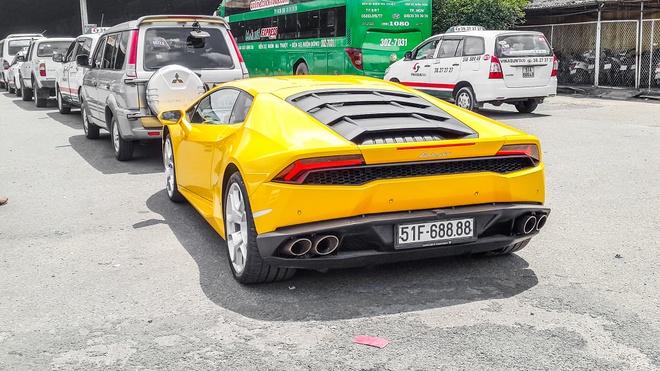 Lamborghini Huracan mau vang di dang kiem hinh anh