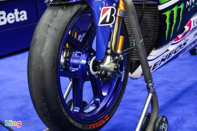 Yamaha YZR-M1 - sieu moto on dinh nhat MotoGP 2015 hinh anh 7