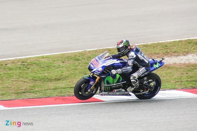 Yamaha YZR-M1 - sieu moto on dinh nhat MotoGP 2015 hinh anh 5
