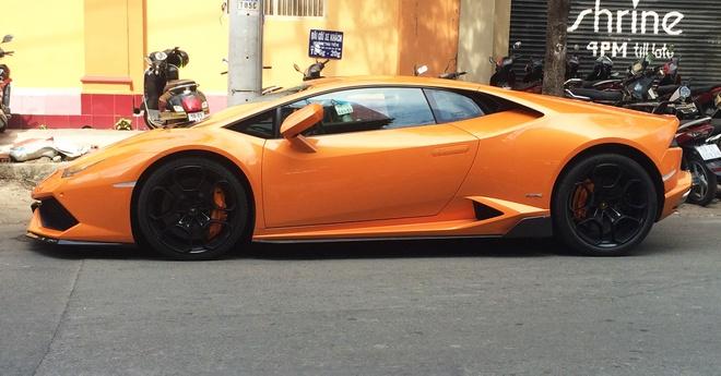 Lamborghini Huracan mau cam doc nhat Viet Nam them do choi hinh anh 1