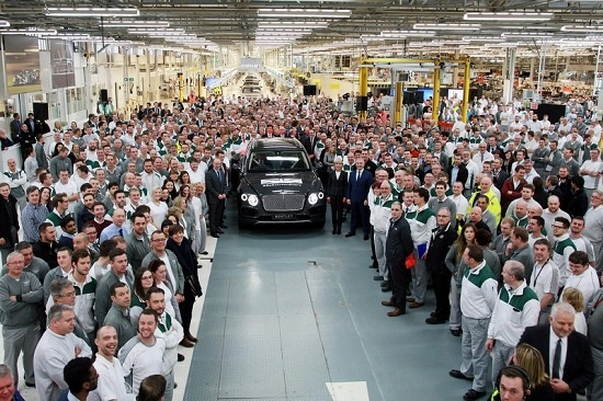 Sieu SUV Bentley Bentayga dau tien xuat xuong hinh anh