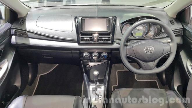 Toyota Vios TRD Sportivo ra mat tai Thai Lan hinh anh 4 Vios TRD Sportivo sở hữu đèn pha dạng gương cầu, chìa khoá thông minh, điều hoà tự động, chống bó cứng phanh ABS trang bị 2 túi khí và hệ thống chống trộm.