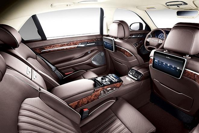Sedan hang sang Hyundai Genesis EQ900 chinh thuc trinh lang hinh anh 5 EQ900 có 3 tùy chọn động cơ khác nhau. Bản cơ sở dùng động cơ GDI V6 3.8L, công suất 310 mã lực. Phiên bản thứ 2 dùng động cơ V6 T-GDI, tăng áp kép, dung tích 3.3L, công suất 365 mã lực. Phiên bản mạnh mẽ nhất dùng động cơ V8 5.0L, công suất 419 mã lực. Tất cả các phiên bản đầu trang bị hộp số tự động 8 cấp, dẫn động cầu sau. Tuy nhiên người dùng có thể chọn hệ dẫn động 4 bánh khi bỏ thêm chi phí.