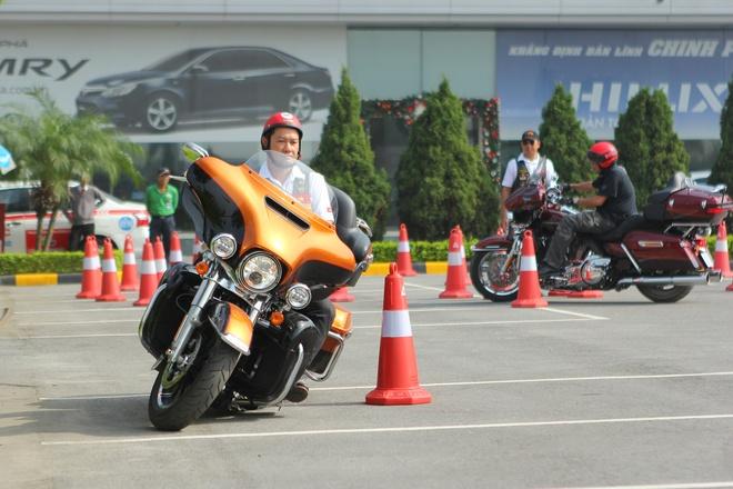 Harley-Davidson huong dan lai xe an toan tai Ha Noi hinh anh