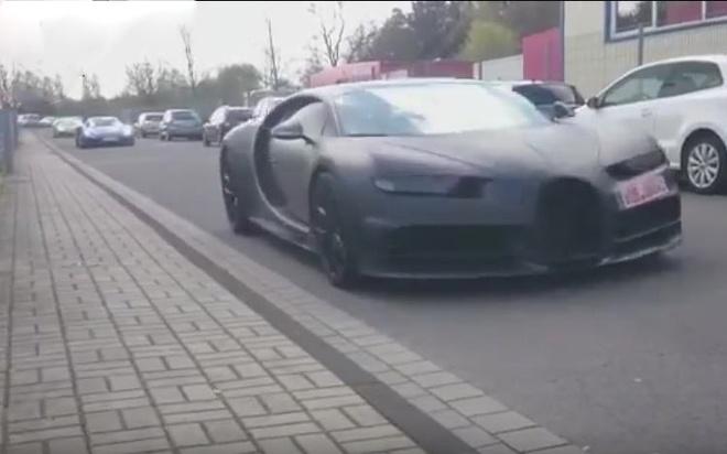 Bugatti Chiron xuat hien cung dan sieu xe tren pho hinh anh