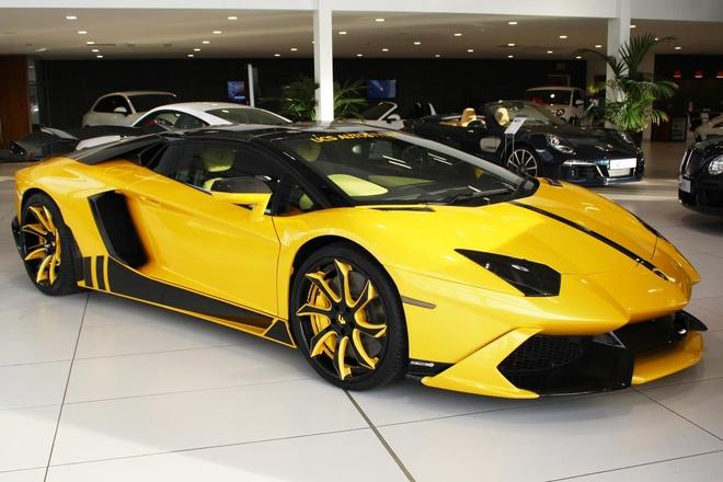 Rao ban sieu xe Lamborghini Aventador mui tran do hinh anh
