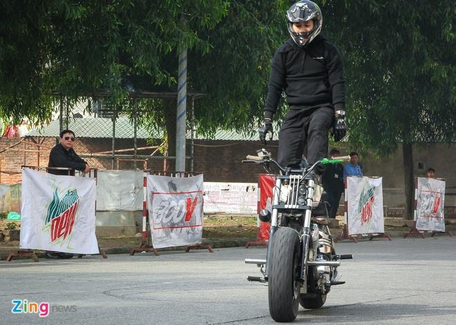 Biker tre thi tai bieu dien xe mao hiem tai Ha Noi hinh anh 5