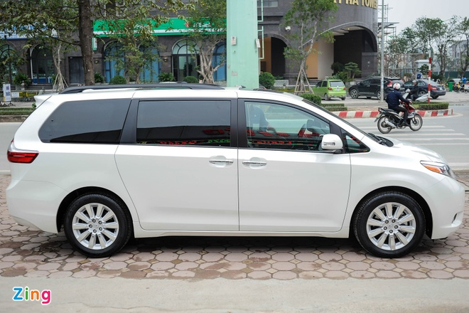 Toyota Sienna Limited 2016 co mat tai Ha Noi hinh anh 3
