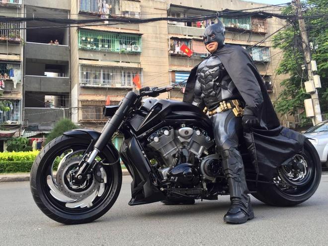 Batman phien ban Viet xuat hien tren duong pho Sai Gon hinh anh