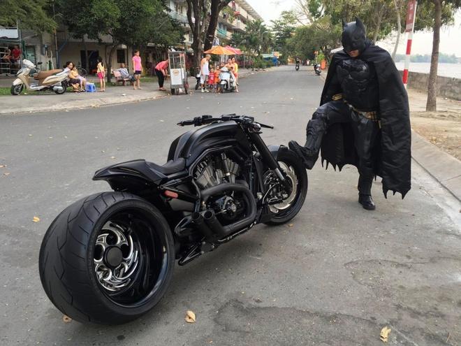 Batman phien ban Viet xuat hien tren duong pho Sai Gon hinh anh 3