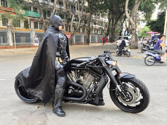 Batman phien ban Viet xuat hien tren duong pho Sai Gon hinh anh 4