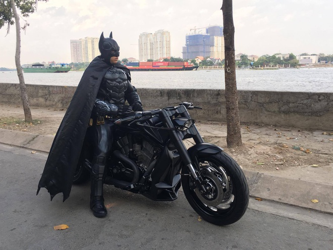 Batman phien ban Viet xuat hien tren duong pho Sai Gon hinh anh 5
