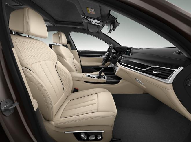 BMW M760Li xDrive moi cong suat 600 ma luc hinh anh 4