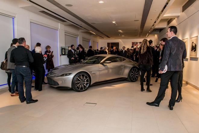 Aston Martin DB10 cua James Bond dau gia 3,5 trieu USD hinh anh 1