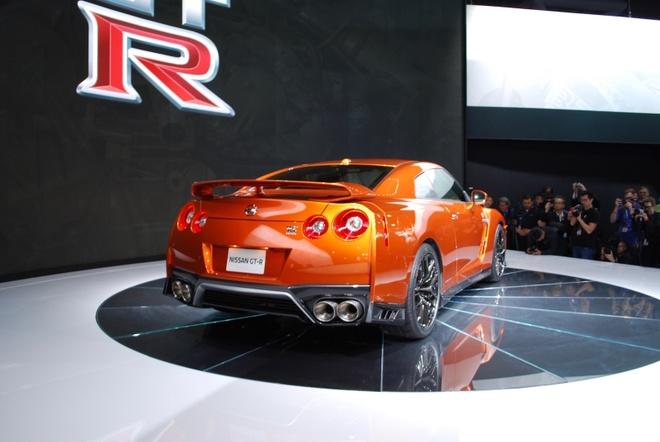 Nissan GT-R 2017 thay doi noi that, nang cap dong co hinh anh 5