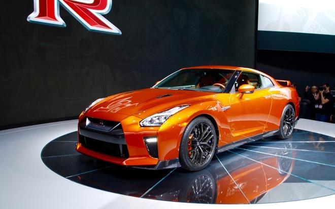 Nissan GT-R 2017 thay doi noi that, nang cap dong co hinh anh