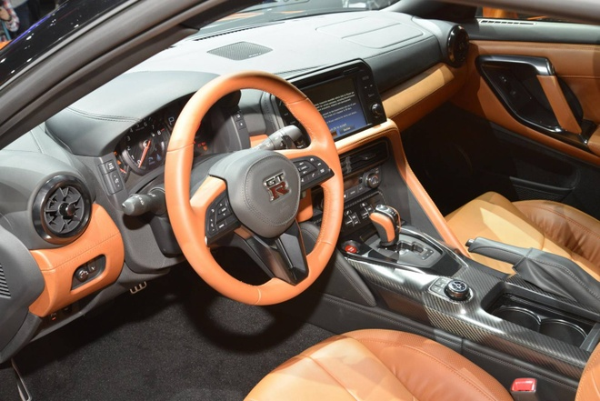 Nissan GT-R 2017 thay doi noi that, nang cap dong co hinh anh 3
