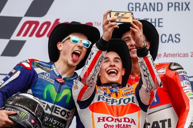 MotoGP chang 3: Nai cung nga ngua hinh anh 6