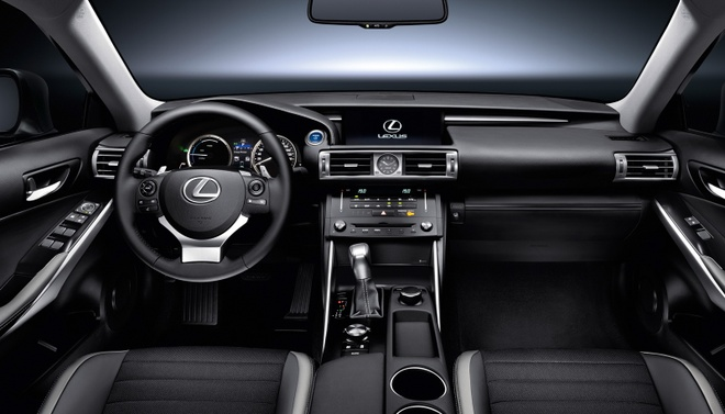 Lexus IS 2017 anh 8