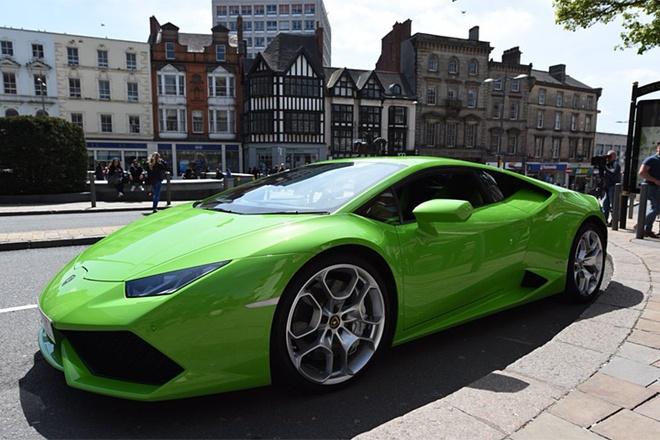 Sieu xe Lamborghini Huracan lam taxi tai Anh hinh anh