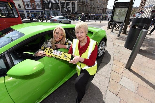 Sieu xe Lamborghini Huracan lam taxi tai Anh hinh anh 1