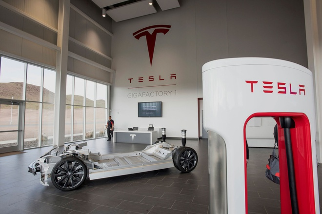 Nha may 5 ty USD san xuat oto dien gia re Tesla hinh anh