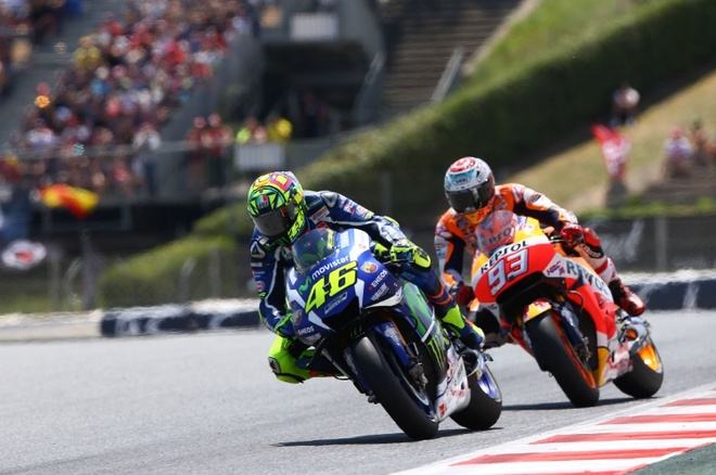 MotoGP 2016 chang 7: Rossi danh bai Marquez hinh anh 4
