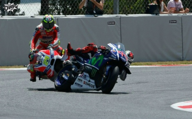 MotoGP 2016 chang 7: Rossi danh bai Marquez hinh anh 3