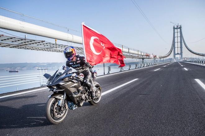 Sieu moto Kawasaki Ninja H2R dat 400 km/h trong 26 giay hinh anh
