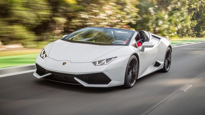 Lamborghini lap ky luc ban hon 2.000 sieu xe nua dau 2016 hinh anh
