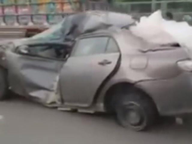 Toyota Corolla bep rum van chay tren duong hinh anh