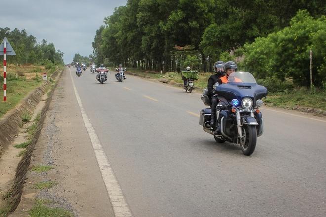Gan 40 xe Harley-Davidson chinh phuc duong mon Ho Chi Minh hinh anh