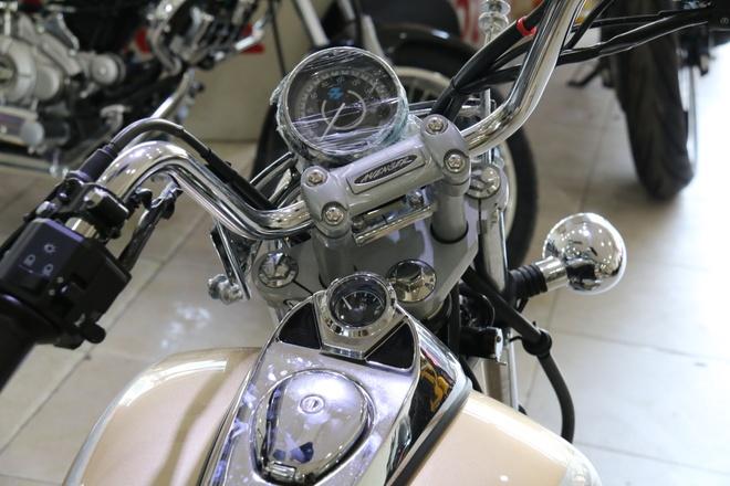 Moto duong truong 220 phan khoi gia mem moi ve Viet Nam hinh anh 1