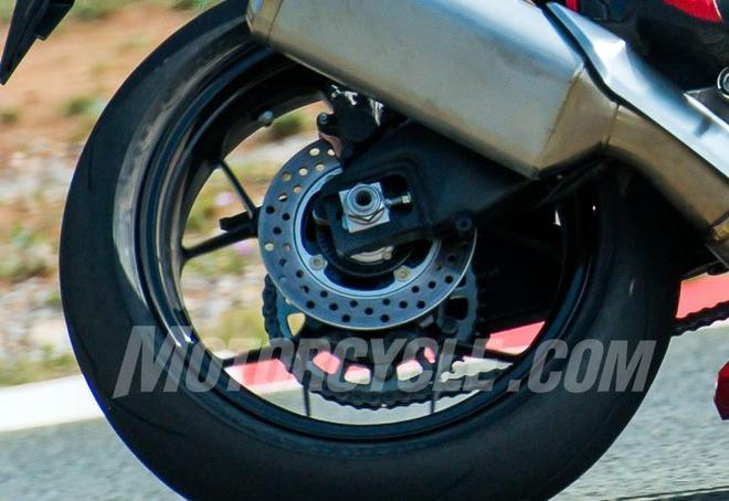 Honda CBR1000RR 2017 tren duong chay thu hinh anh 6