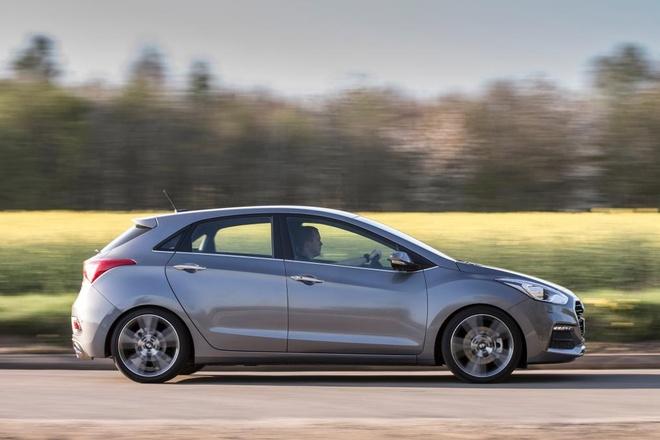 Hyundai i30 Turbo chay 210 km/h tren cao toc hinh anh