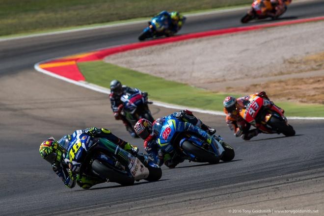 MotoGP chang 14: Marquez gianh chien thang tren san nha hinh anh 3