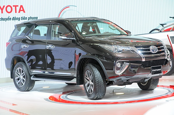 Chi tiet Toyota Fortuner 2017: Them nhieu cong nghe an toan hinh anh