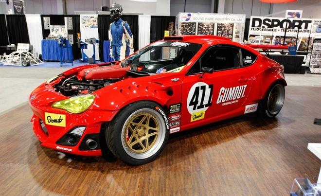 Xe the thao Toyota 86 gan dong co Ferrari hinh anh