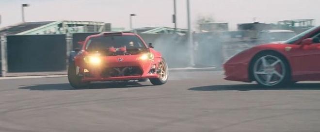 Bieu dien xe mao hiem voi Toyota 86 dong co Ferrari hinh anh