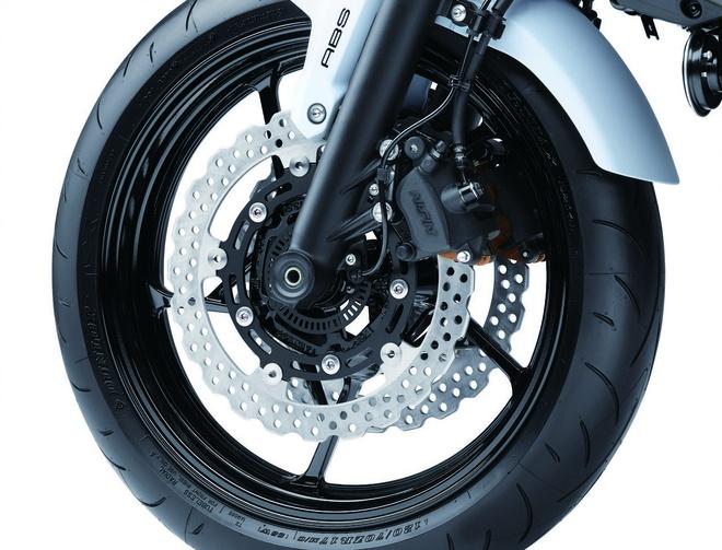 Kawasaki trinh lang Z650 2017 - naked bike tam trung moi hinh anh 4