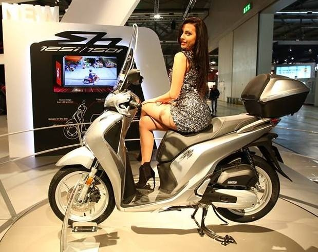 Honda SH 2017 ban chau Au them phu kien doc dao hinh anh