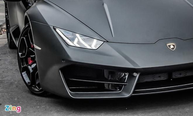 Lamborghini Huracan mau den mo doc nhat Viet Nam xuong pho hinh anh 3