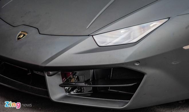 Lamborghini Huracan mau den mo doc nhat Viet Nam xuong pho hinh anh 4