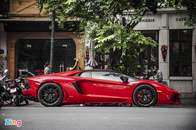 Lamborghini Aventador Roadster hon 20 ty tai Ha Noi anh 1